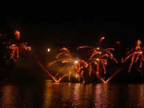 Ohňostroj na rybníku Svět na závěr prvního dne slavností