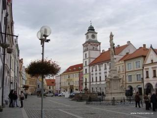 Třeboňské náměstí nezapře svou původní renezanční podobu.