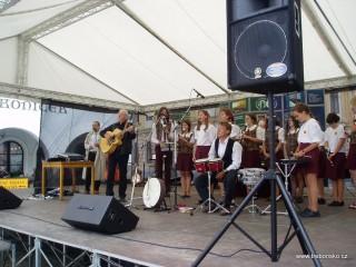 Třeboňské Masarykovo náměstí bývá díky své akustice často dějištěm  různých koncertů. Na fotografie je koncert Třeboňských pištců.