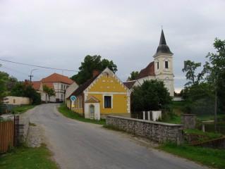 Pohled na kostel z bošileckého můstku