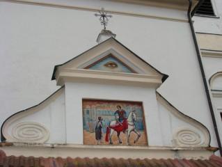 Obraz svatého Martina nad vstupním portálem