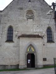 Vstupní portál do kostela sv. Petra a Pavla
