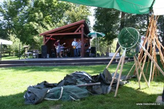 Po rybářích na podium nastupuje kapela Pěšáci