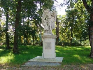Zrestaurovaná socha Strážného anděla u vstupní brány