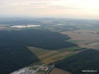 Vlkovický rybník a na Třeboňsku převažující borové lesy