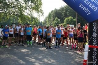 Před startem hlavního závodu; kolem Světa běželo celkem 172 lidí.