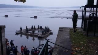 Co právě rybáři dělají, a proč? Výlov Rožmberka je odborně komentován.