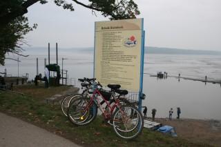 Na výlov tradičně přijíždí i hodně cyklistů. Mají jednodušší parkování.