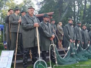 Třeboňští rybáři na slavnostním zahájení - detail.