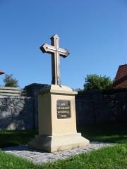 Spolí: kříž vedle kapličky