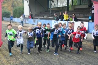 Běh školáků na stadionu