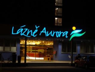 Lázně Aurora v noci