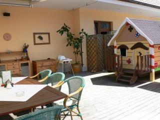 Restaurace U Slunce - terasa a dětský domeček