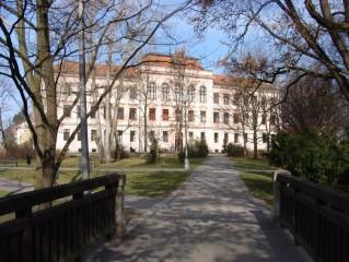 Komenského sady, Gymnázium