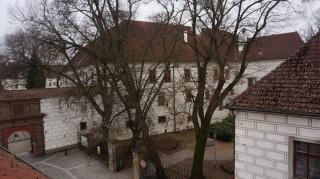Výhled z terasy na zámek