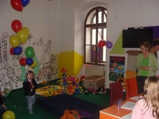 2015: Stará radnice nabídla po celou dobu trvání festivalu Dětský koutek Rosy a Dary
