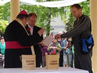 Svěcení slatiny 2013: Mons. J. Paďour a P. David Henzl