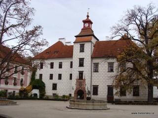 Zámek Třeboň s přilehlým státním archívem