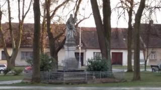 Lišov - pomník v parku