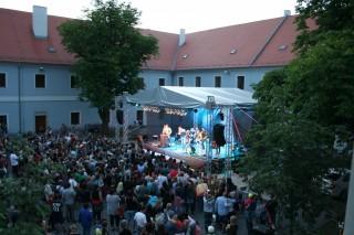 Koncert na nádvoří radnice