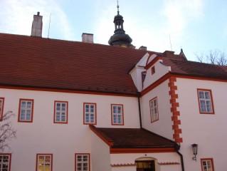 Kostel z klášterního nádvoří