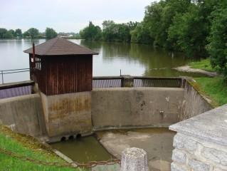 Hráz rybníka Bošilecký