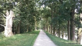 Hráz Rožmberka je dlouhá téměř 2,5 km