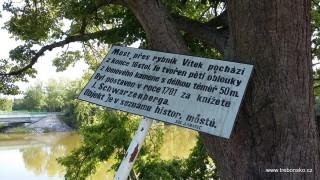 Tzv. Záplavový most přes rybník Vítek je technickou památkou