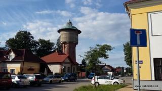 Vodárenská věž Na Kopečku, od níž nás cyklostezka dovede do centra města