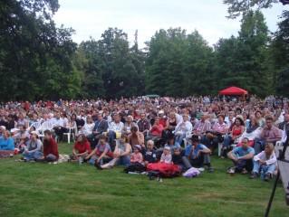 Koncert v zámeckém parku
