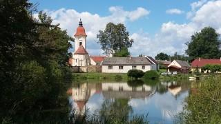 Slověnice přes zátoku rybníka Dvořiště