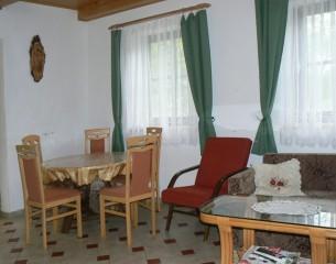 Chata Holná - obývací pokoj v přízemí