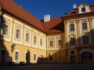 Zámek a klášter
