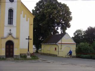U kostela