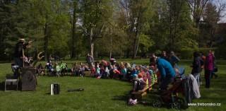 Divadlo pro nejmenší v zámeckém parku