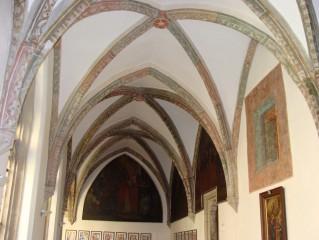 V křížové chodbě