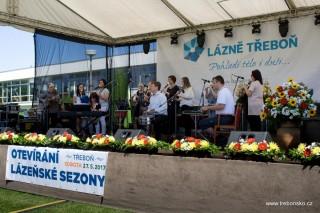 Koncert Třeboňských pištců u lázní Aurora