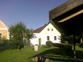 Chalupa se zahradou v Lutové