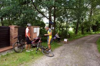 Nucená zastávka účastníků cyklovýletu