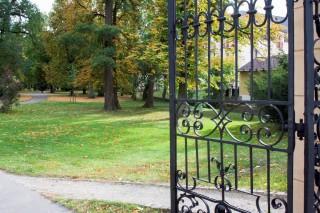 zámecký park má několik bran