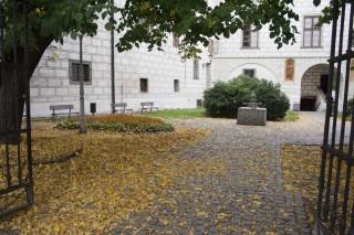 Třeboň - fontána na horní straně náměstí
