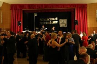 Městský ples v Auroře