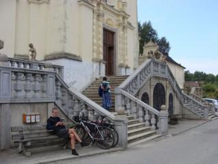 U kostela Nanebevzetí P. Marie
