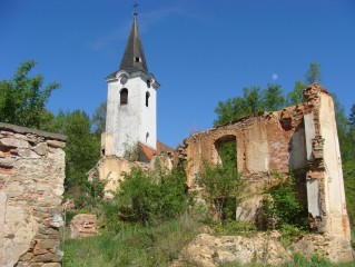 Zřícenina fary u kostela sv. Jana Křtitele