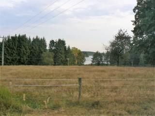 Chata Holná je nedaleko rybníka Holná