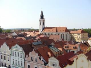 Výhled z věže na farní kostel