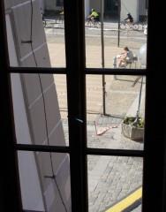 Výhled z okna v mezipatře