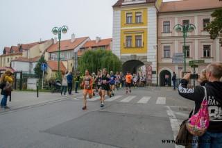 běžci mají před sebou 21,0975 km!