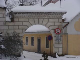 Brána z Trocnovského náměstí na Valy