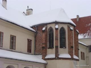 Záběr z klášterního nádvoří